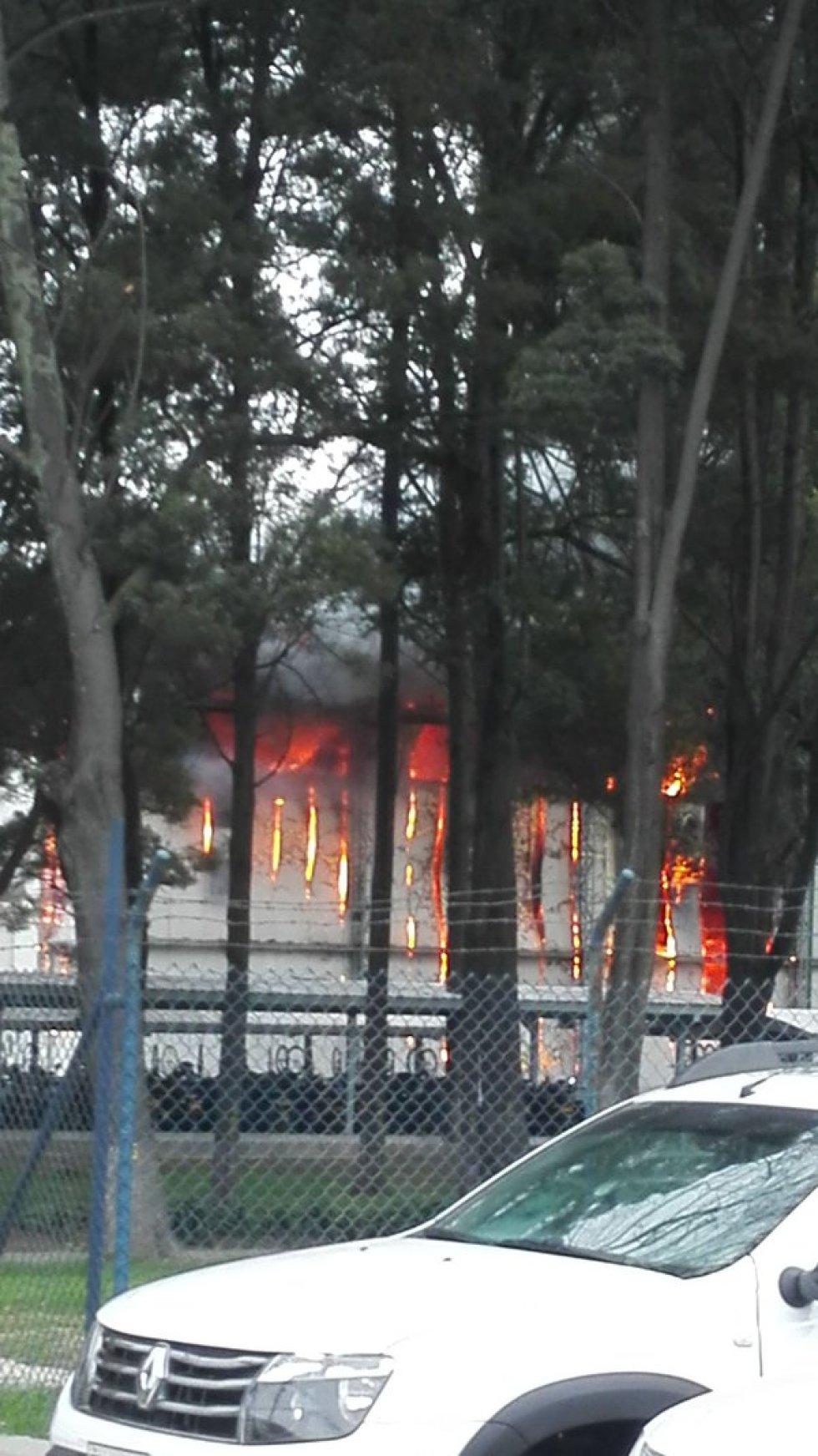 Fotografías compartidas en redes sociales dejan ver la magnitud de las llamas que consumieron la fabrica de embutidos