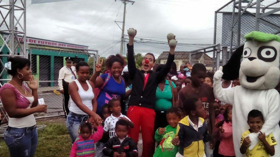 Los niños víctimas de la violencia también disfrutan de la feria de alegría