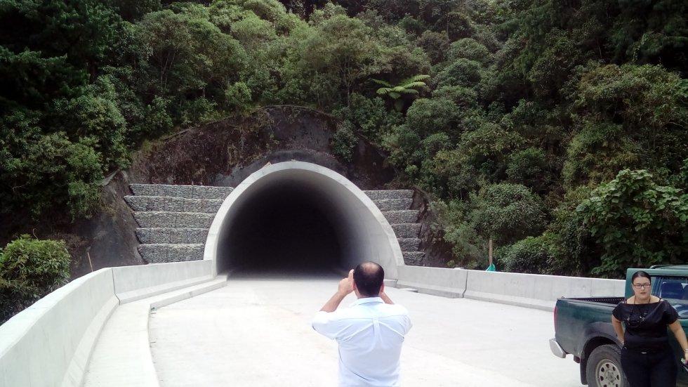 Túnel Las Américas uno de los 27 túneles en el cruce de la cordillera central.