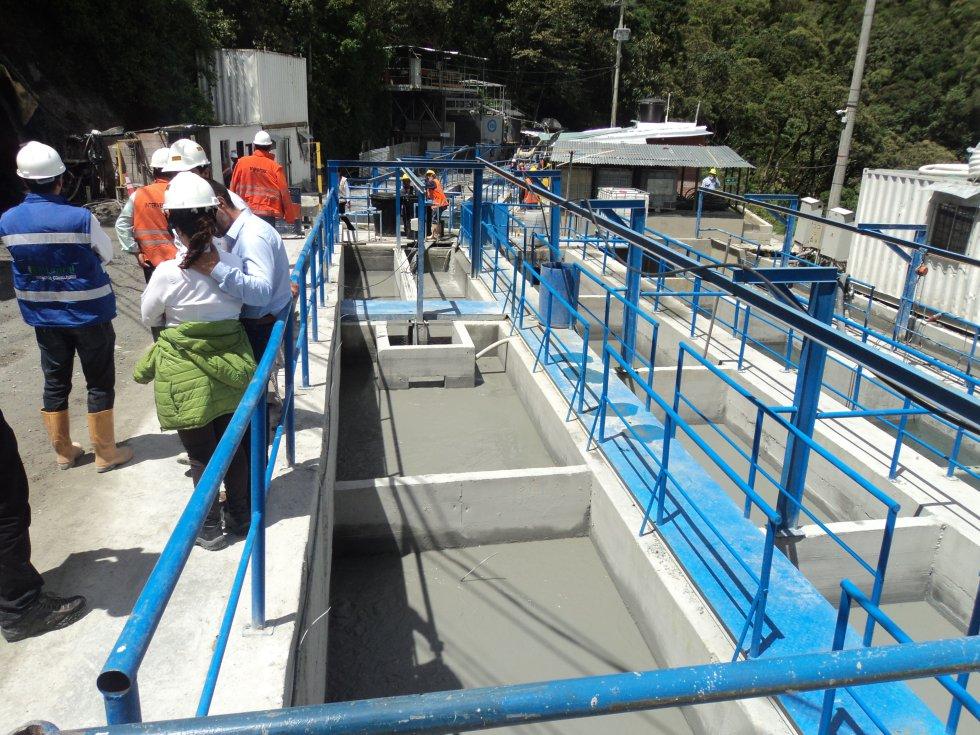 Tanques sedimentadores que reciben aguas del túnel principal y el túnel piloto.