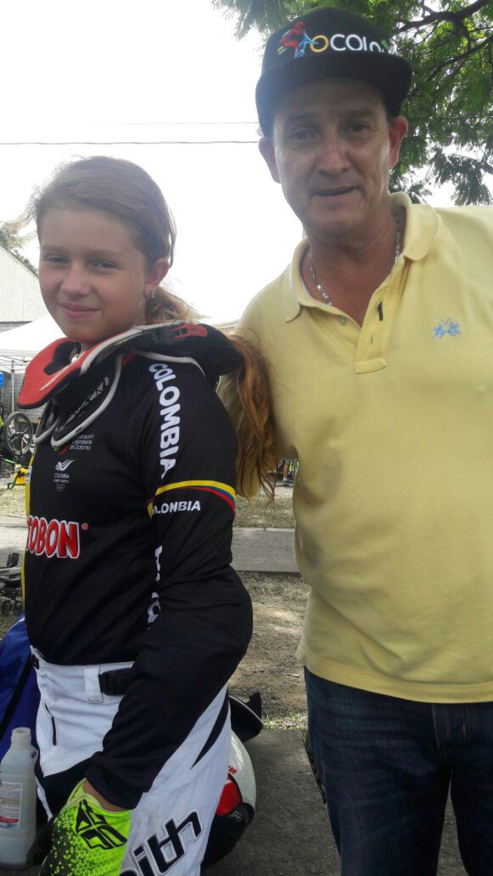 Silvana Muñoz en compañia de su padre Carlos Alberto Muñoz