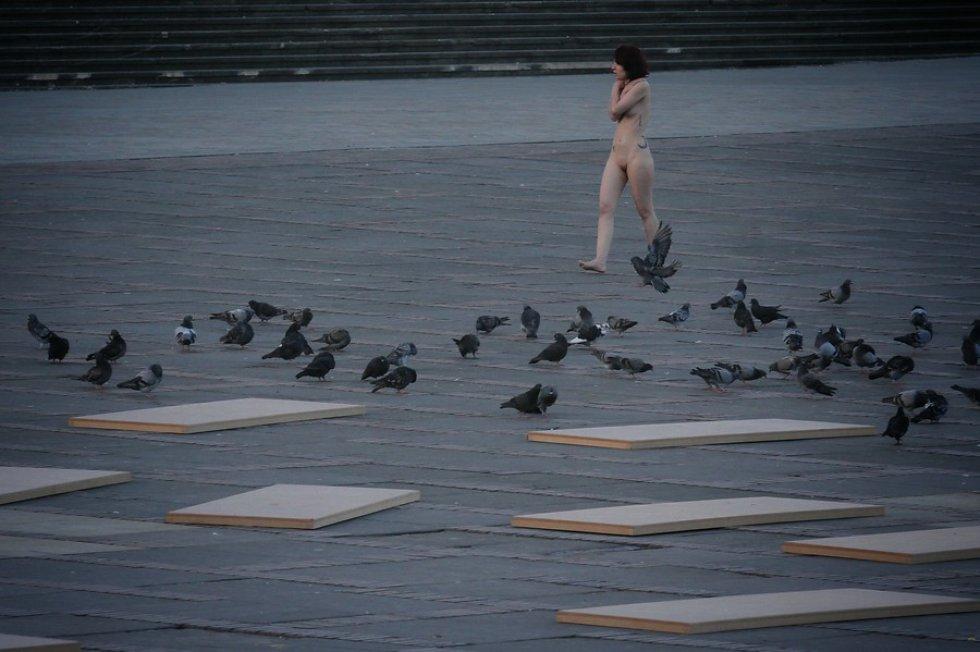 El fotógrafo estadounidense Spencer Tunick realizó la toma de fotografías con más de 6.000 personas denudas en el centro de Bogotá.