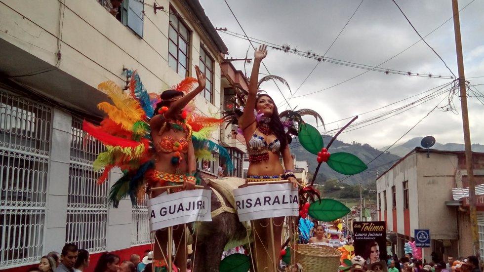 Las carrozas fueron adornadas con lo más típico del Paisaje Cultural Cafetero y de las regiones que representan