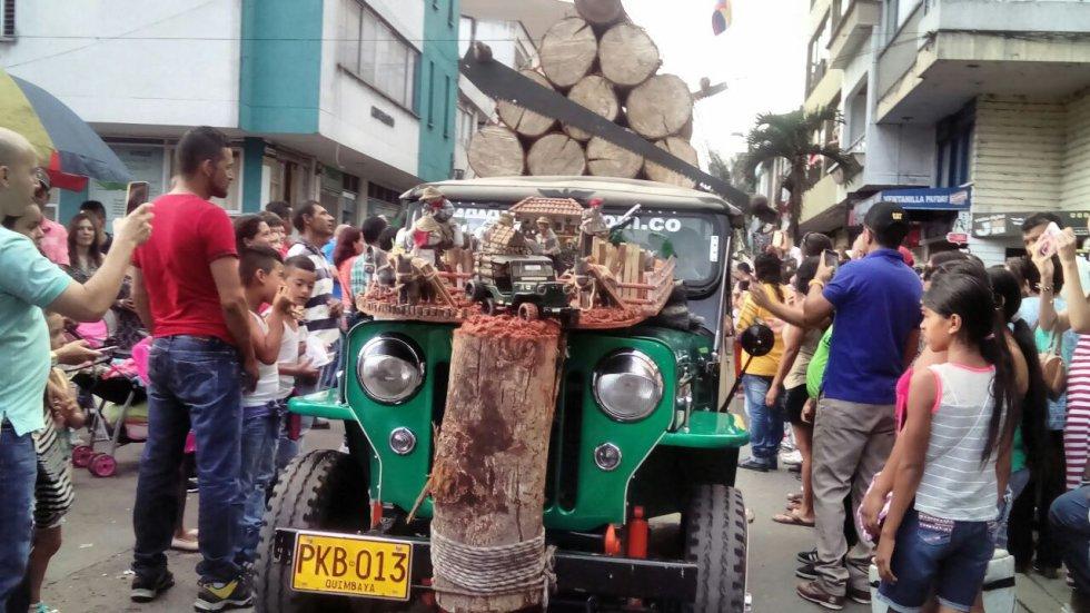 Las calles de Calarcá se engalanaron con el paso de los lindos carros