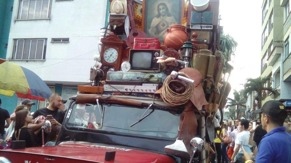 Los trasteos y los yipaos, símbolos de la cultura paisa se dieron cita en las calles de Calarcá