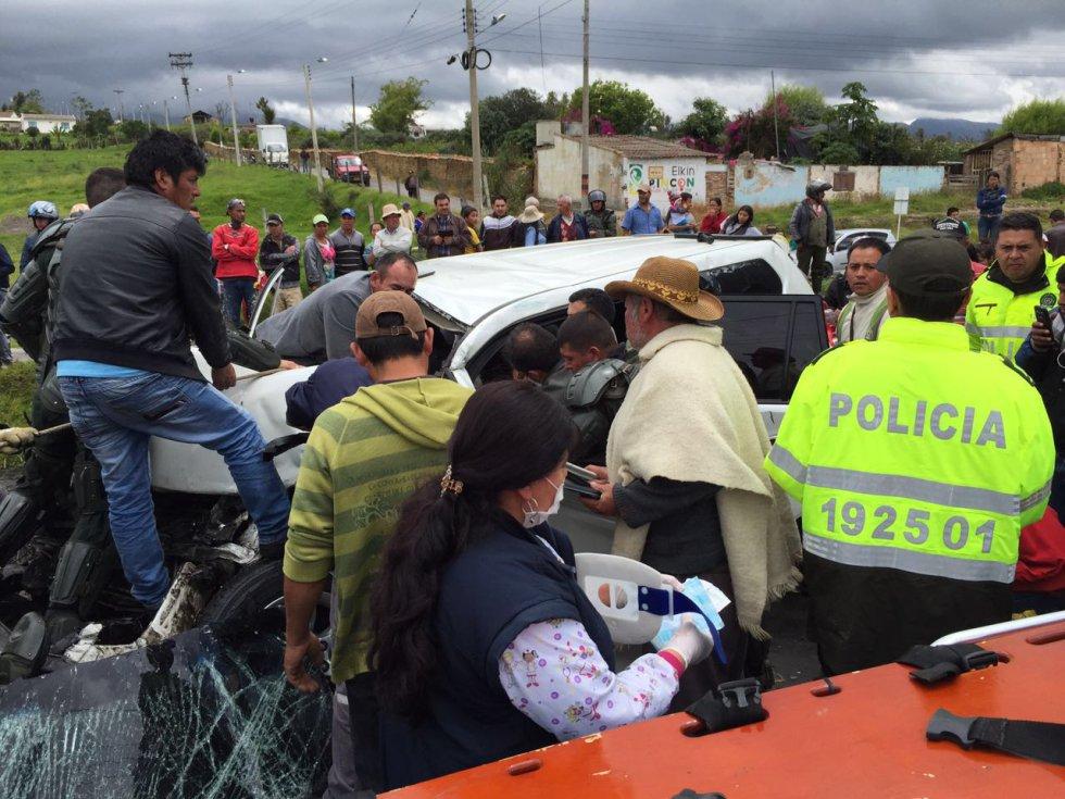 El secretario general de Presidencia, Luis Guillermo Vélez, anunció que se está investigando si los integrantes de la protesta arrojaron piedras contra el vehículo oficial.
