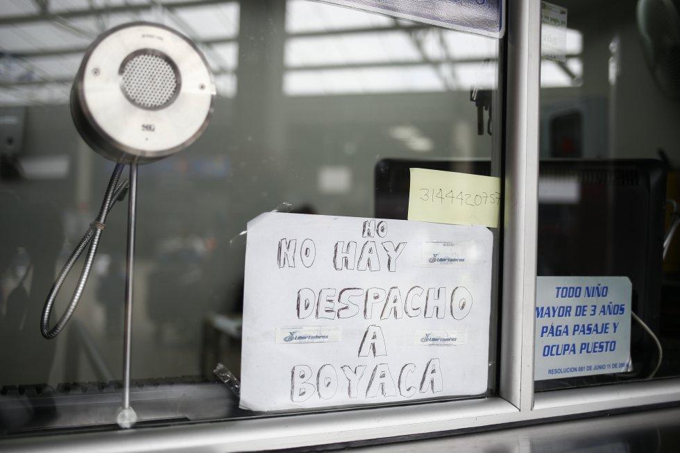 Desde la Guajira, el presidente Juan Manuel Santos también se refirió al tema e, incluso, fue más allá. Pidió al Ministerio de Defensa que militarice las vías para garantizar que los camioneros que quieren trabajar puedan hacerlo.