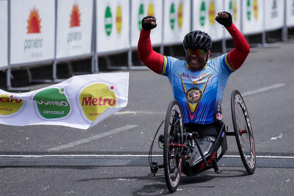 Contó con la participación de atletas, atletas con alguna discapacidad y aficionados.