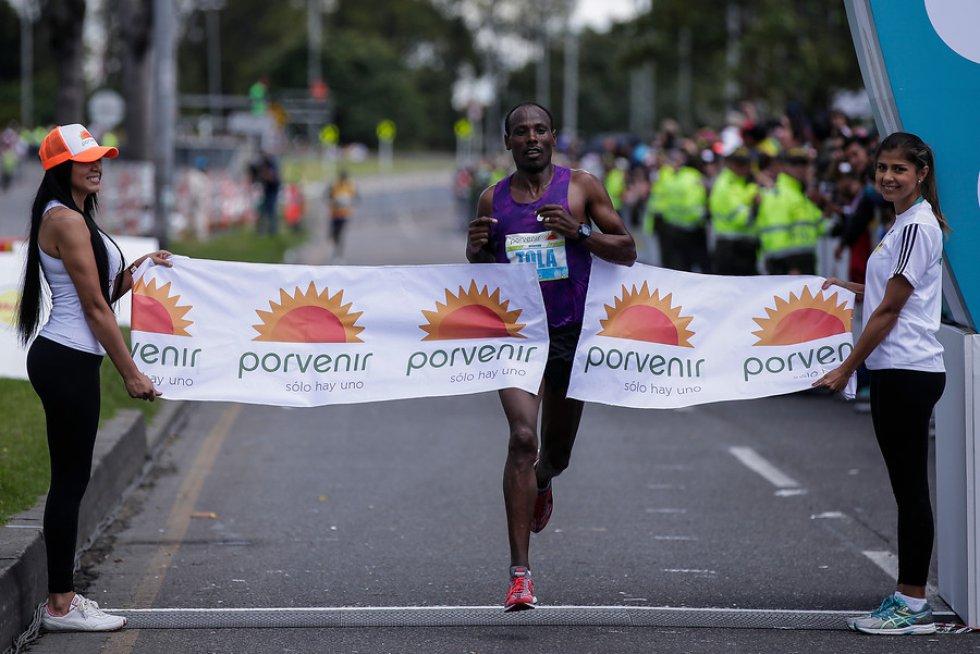 El etiope Tadese Tola se quedó con la Media Maratón de Bogotá, en la rama masculina.