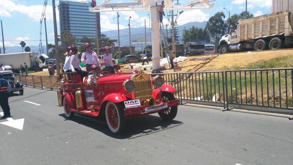 Familias tradicionales de la región siempre hacen presencia durante el desfile previo al día de su clausura.