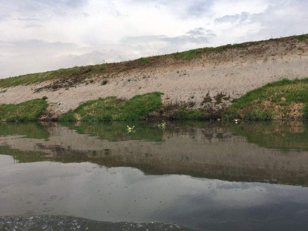 Durante el recorrido para ver los avances en la recuperación del río Bogotá, la magistrada del Tribunal Administrativo de Cundinamarca, Nelly Yolanda Villamizar, manifestó su alivio al constatar los avances en la recuperación del río.