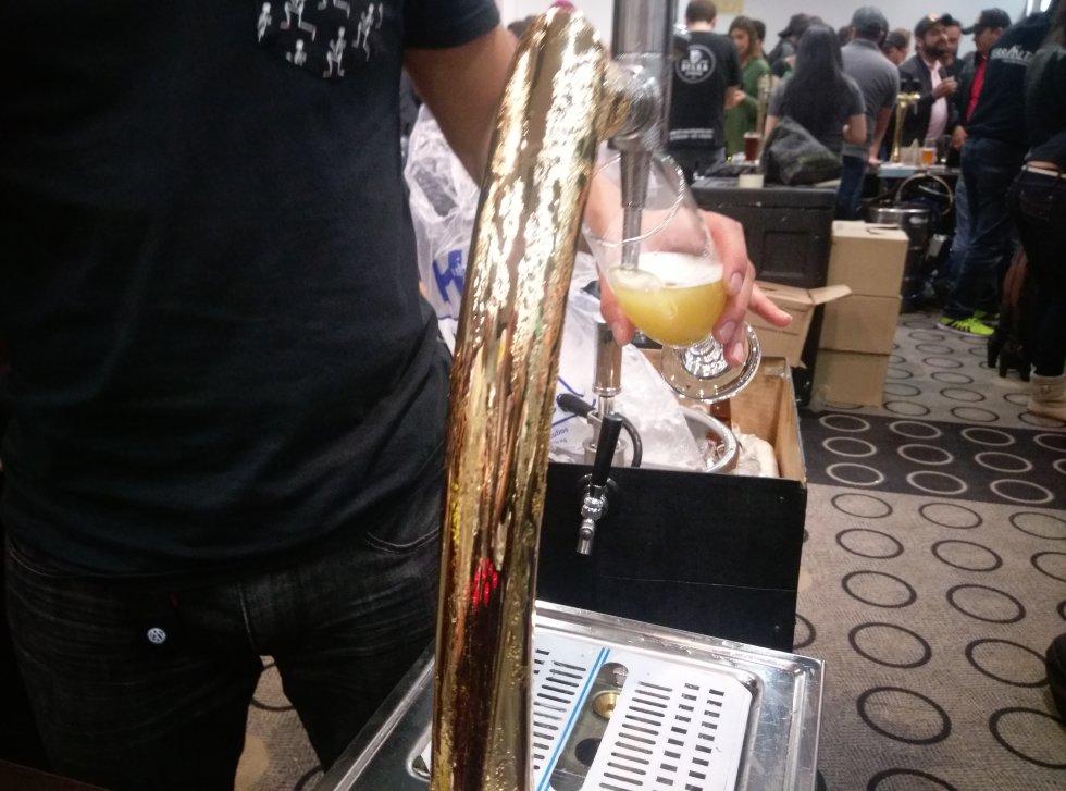 Litros y litros de las más sabrosas cervezas colombianas tuvieron su espacio en los grifos, barriles y copas de los más de 1000 asistentes.