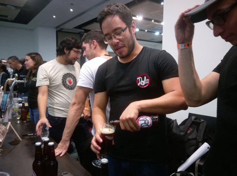 La Rola, una de las cervezas locales que degustaron los asistentes al evento.