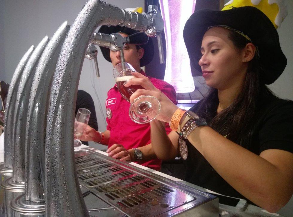 Cientos de litros de cerveza deleitaron los más exigentes paladares.