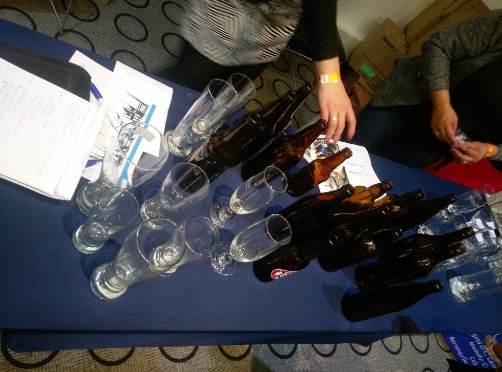 Empresas de vasos, botellas, tapas y demás insumos también se hicieron presentes.