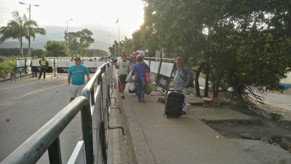 Entre Cúcuta y Venezuela esperan que las autoridades del vecino país les permitan el paso por el corredor humanitario.
