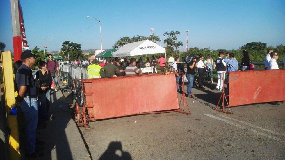 """""""A partir de este martes 20 Dic, 06:00hrs, se permitirá inicialmente el paso peatonal hasta lograr los niveles que ya habíamos alcanzado"""" de esta manera el ministro de Defensa venezolano dio a conocer la noticia."""