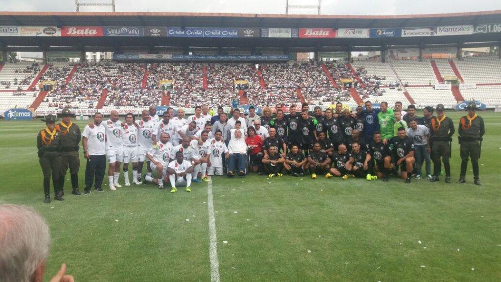 Grandes figuras del fútbol colombiano participaron del partido de despedida de Juan Carlos Henao