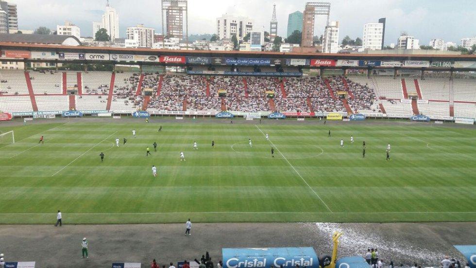En el estadio palogrnade de Manizales, se despidión del fútbol Juan Carlos Henao