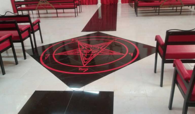 La batalla legal entre el ´hijo del diablo´ y un sacerdote gobernador