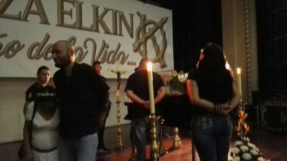Familiares, amigos y seguidores del músico de 54 años llegaron a su velatorio