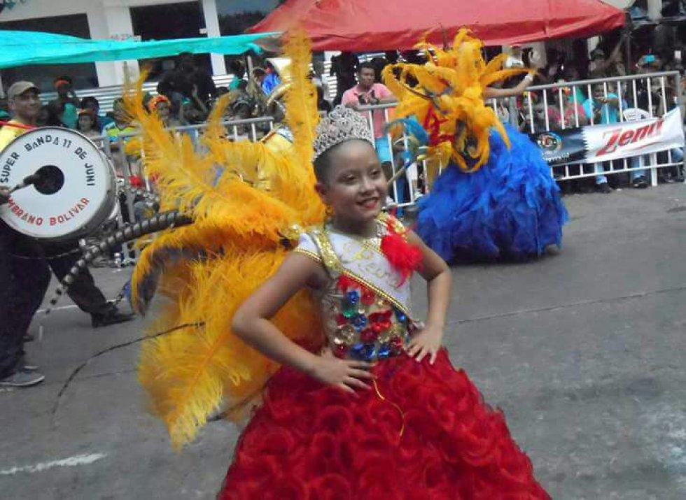 Reinas, marimondas, monocucos, negritos y congos lucieron en las calles de Barraquilla