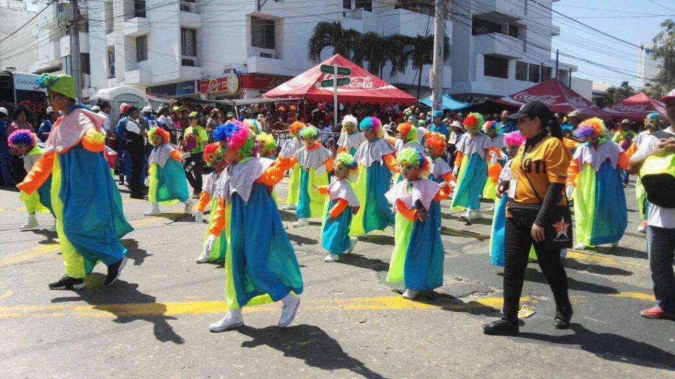 Mini marimondas se gozan el caranaval