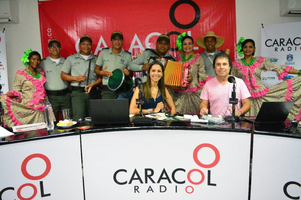 La agrupación de la Polícia del César en compañía de las piloneras de la institución.