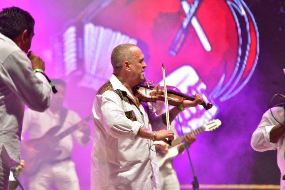 El cierre de la ceremonia inaugural estuvo a cargo del violinista cubano Alfredo De la Fe presentando su producción 'Homenaje al Vallenato y el artista guajiro Jorge Iván 'Churo' Díaz.