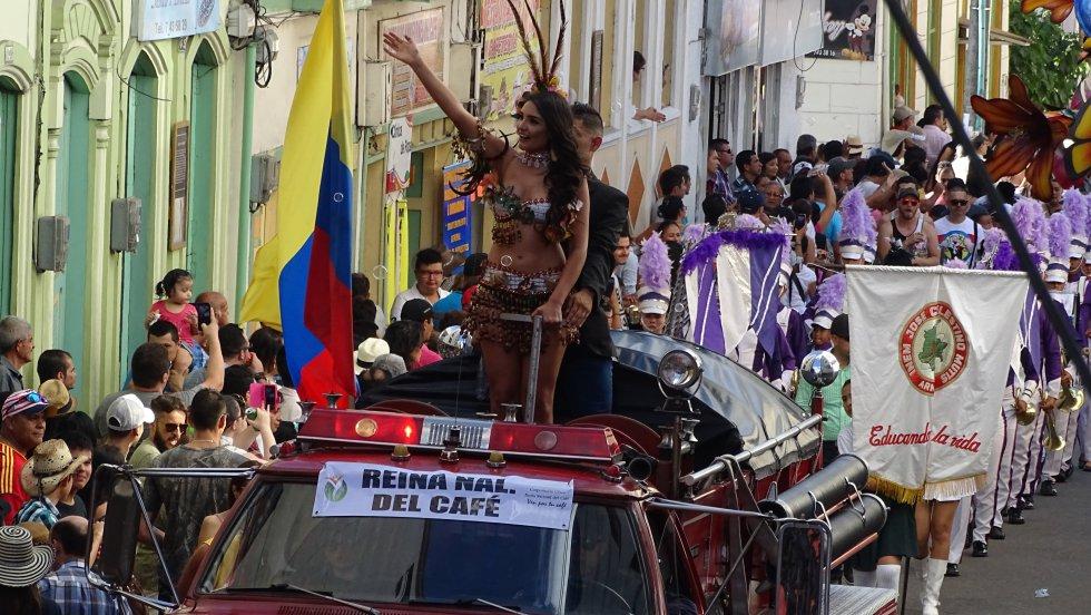 María Camila Múnera Galeano, actual Reina Nacional del Café encabezó el desfile