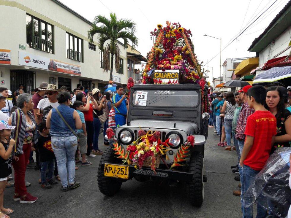 Las flores también adornaron el desfile del Yipao