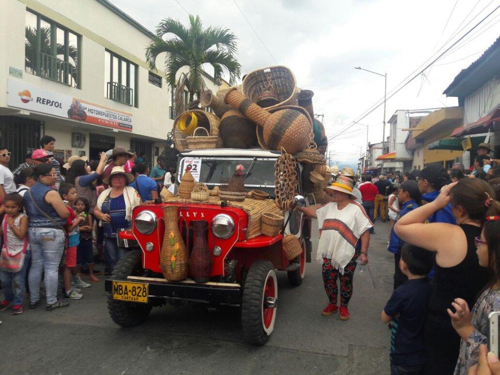 Las artesanias también vistieron los jeep willys