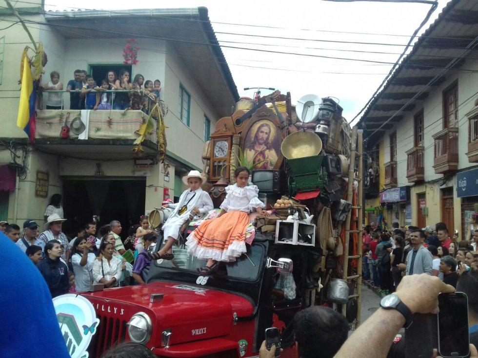 el tradicional yipao y los niños se gozaron el carnaval