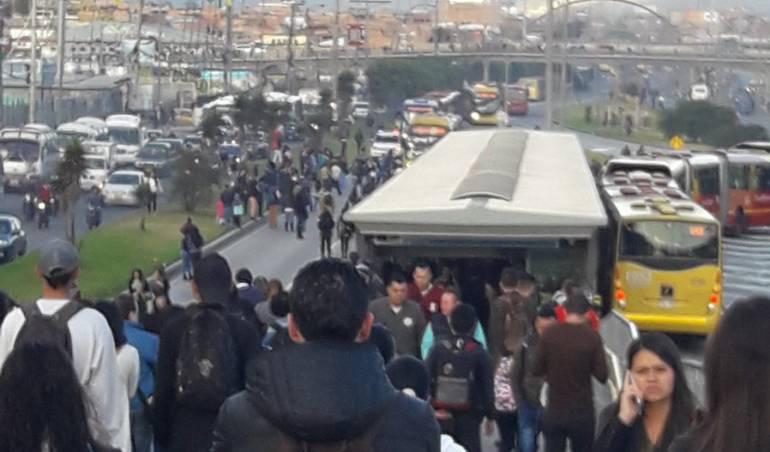 Bloqueos Transmilenio Usuarios Bloquean Estaciones De Transmilenio En Soacha Bogota Caracol Radio