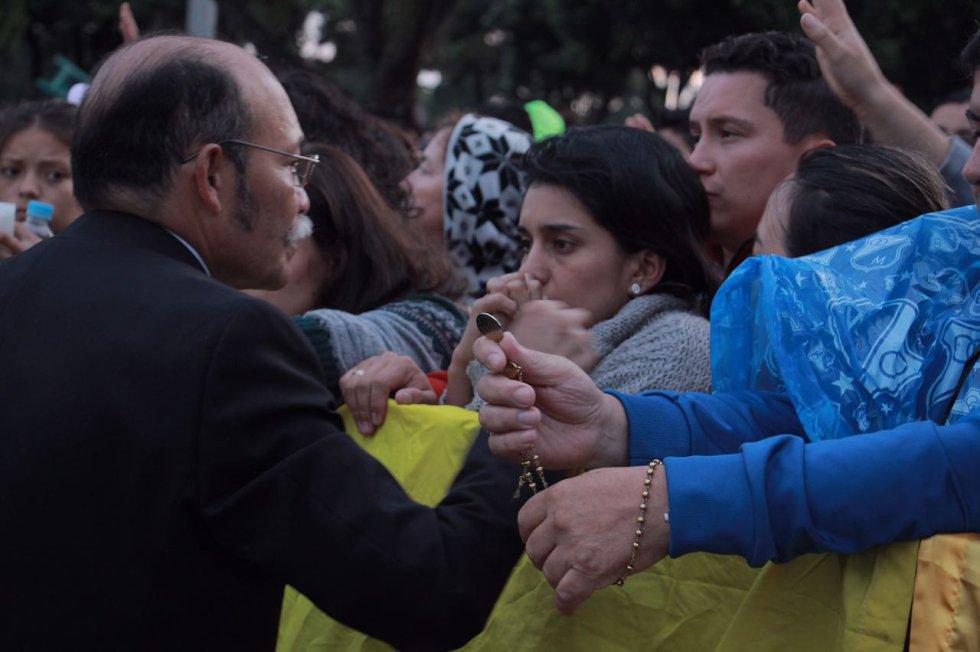 A la hora de dar el saludo de paz, Francisco pidió por la reconciliación del país.
