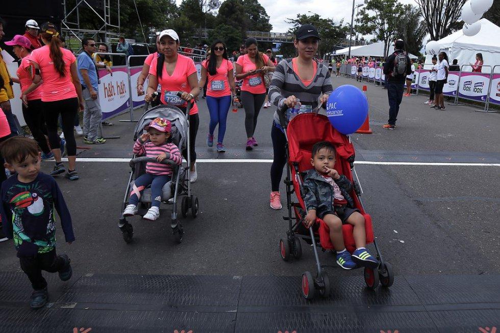 El objetivo de la carrera es promover la práctica deportiva como herramienta saludable y apoyar la lucha contra el cáncer de seno.