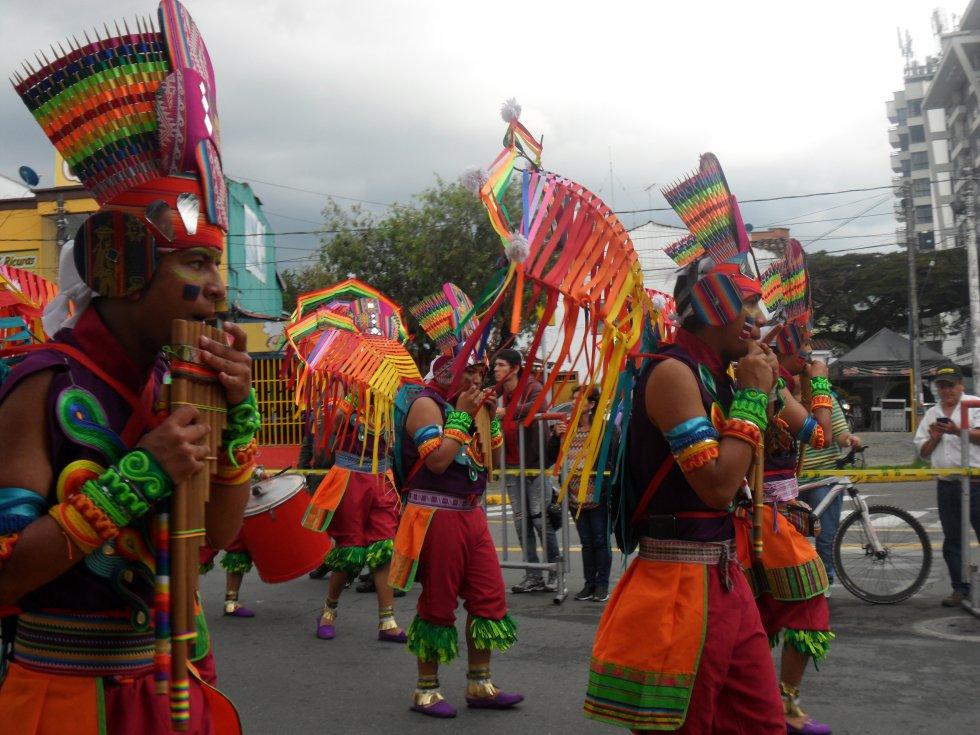 Las comunidades indígenas también hicieron parte del desfile cuyabro