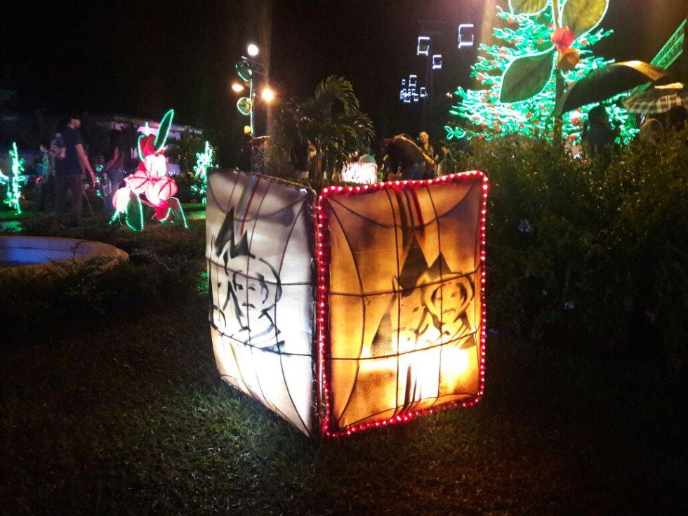 En honor al café colombiano, el alumbrado navideño en el Parque del Café