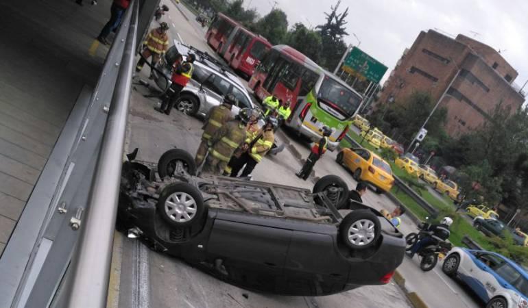 Accidente Transmilenio De La Calle 26 Grave Accidente En Carril De Transmilenio De La Calle 26 Bogota Caracol Radio