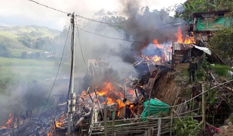 Ocho viviendas afectadas por incendio en Santa Rosa de Cabal | Pereira |  Caracol Radio