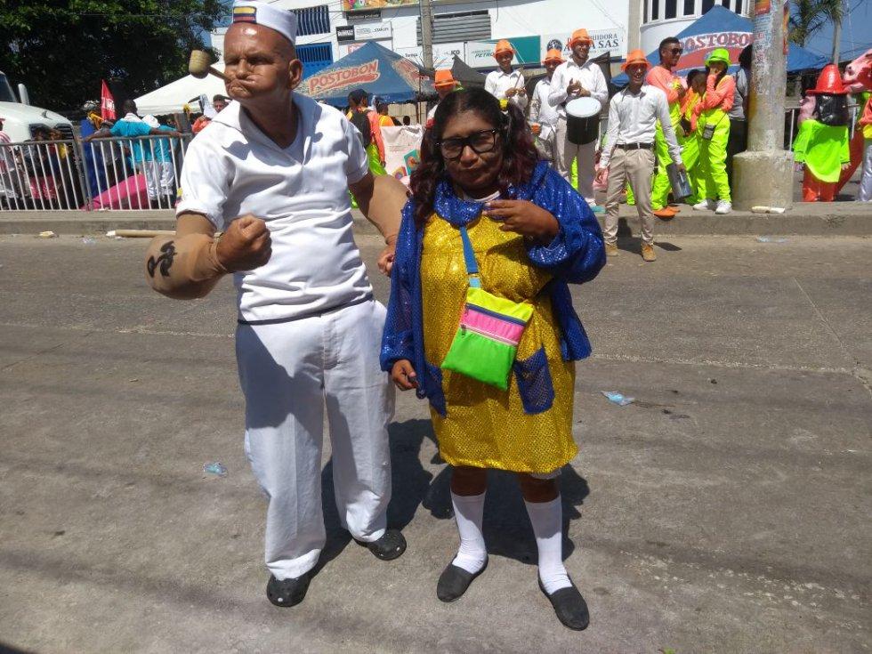 En total son 114 grupos tradicionales que desfilan por la pista bailable de 4 kilómetros dando a conocer las verdaderas raíces del Carnaval.