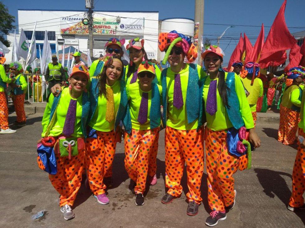 En el segundo día del Carnaval de Barranquilla la Gran Parada de Tradición es el evento más importante que aglomera a miles de barranquilleros