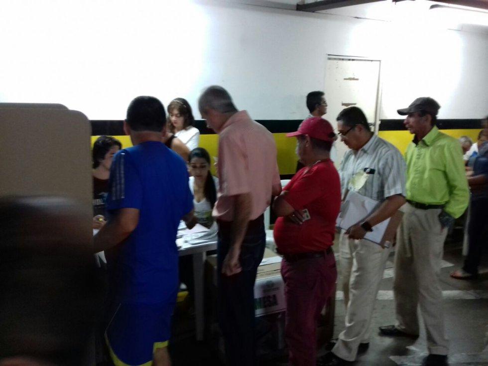 Los adultos mayores los primeros en acudir a votar