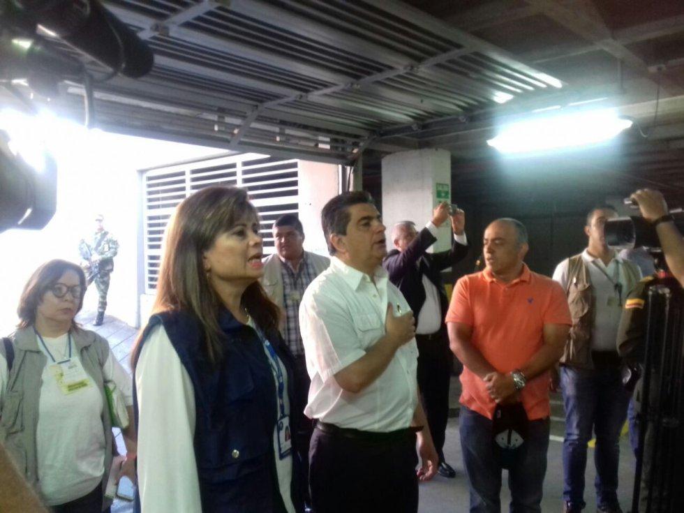 La defensora del pueblo, Piedad Correal, la coordinadora de la MOE y el gobernador del Quindío, Carlos Eduardo Osorio