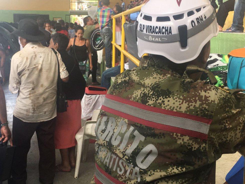 La emergencia se originó en la obstrucción parcial del túnel de desviación del río Cauca, por un derrumbe que taponó ese túnel en las obras de la central de generación eléctrica Hidroituango, y ello causó un embalsamiento de la presa.