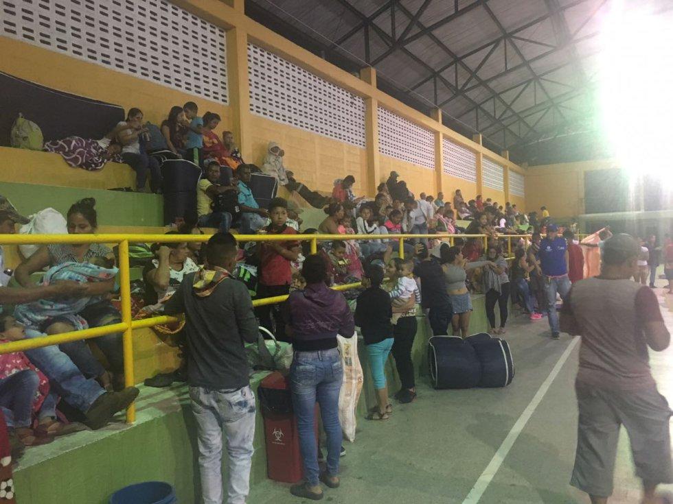 Los habitantes de Puerto Valdivia empezaron a concentrarse en el coliseo de esa localidad.