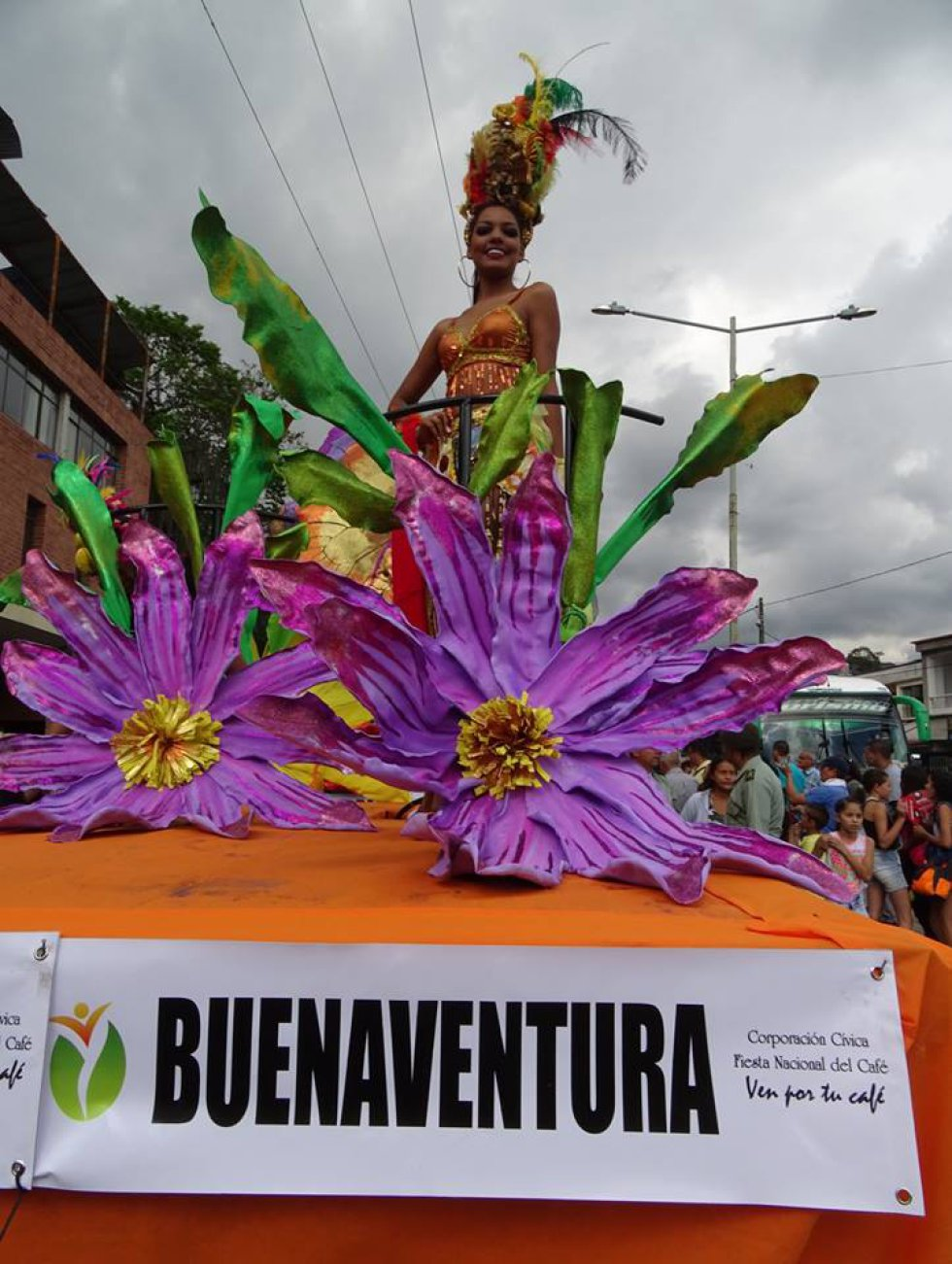 FIESTA NACIONAL DEL CAFÉ: (FOTOS) Desfile Paisaje Cultural Cafetero candidatas Reinado Nacional Café
