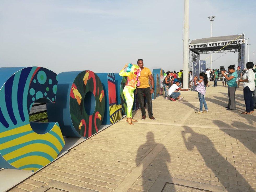 Los visitantes disfrutar de un aroma carnavalero en este lugar.