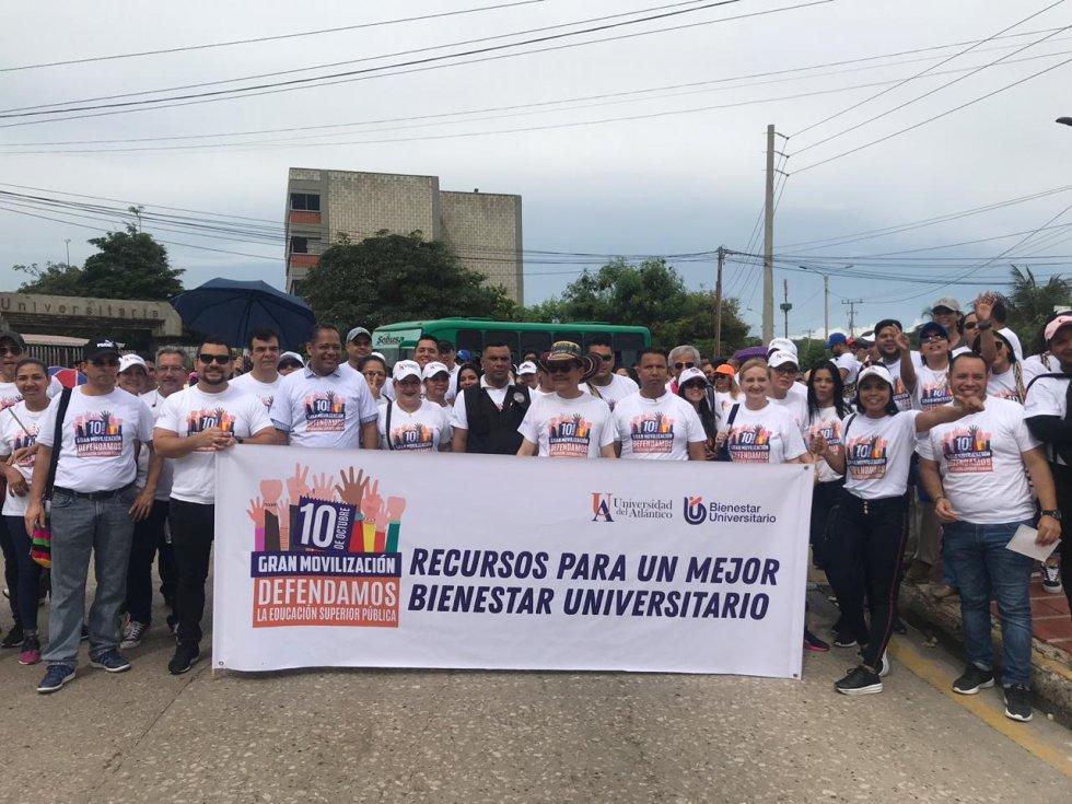 El rector de la Universidad del Atlántico, Carlos Prasca, participó en la marcha