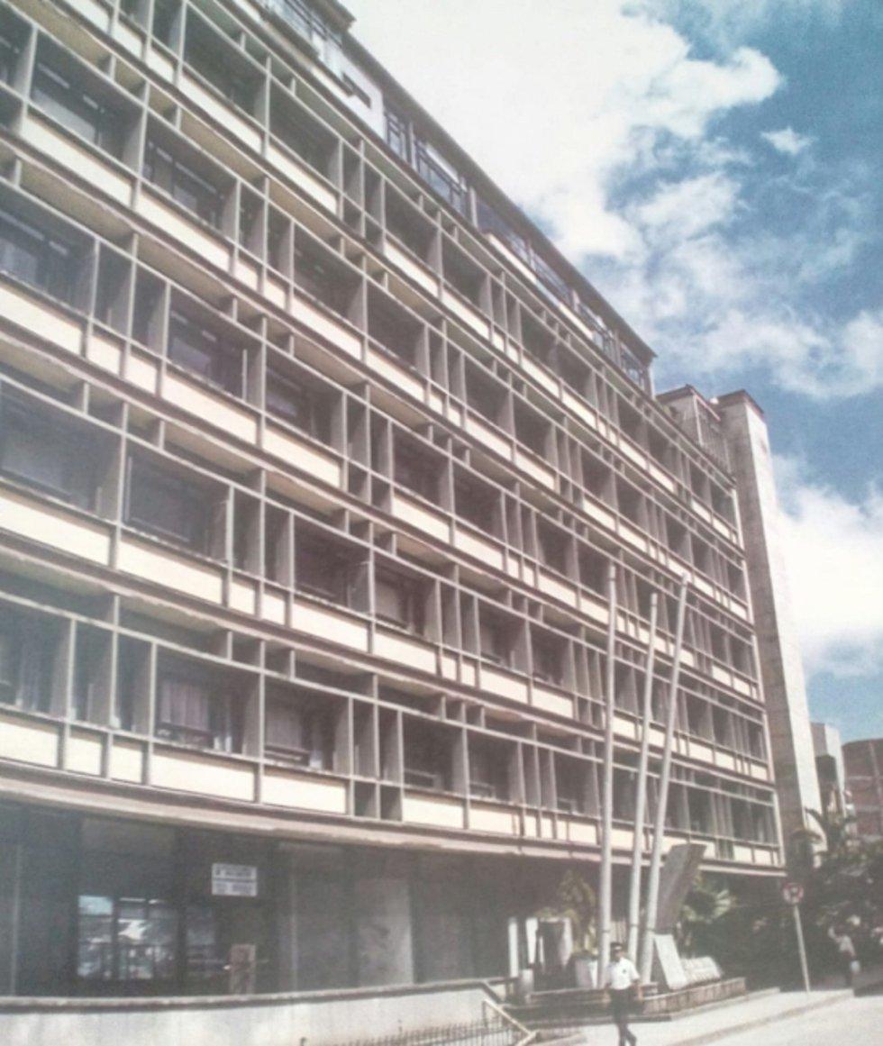 Edificio de la alcaldía de Armenia ubicado en carrera 16 con calle 22 esquina, demolido